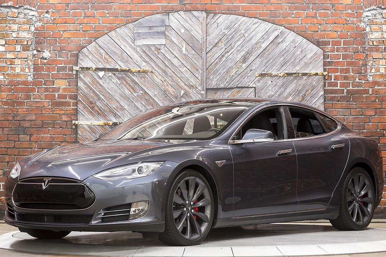 2016 Tesla Model S P90D with Ludicrous Mode