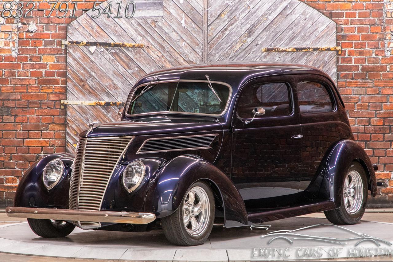 1937 Ford Tudor Slantback